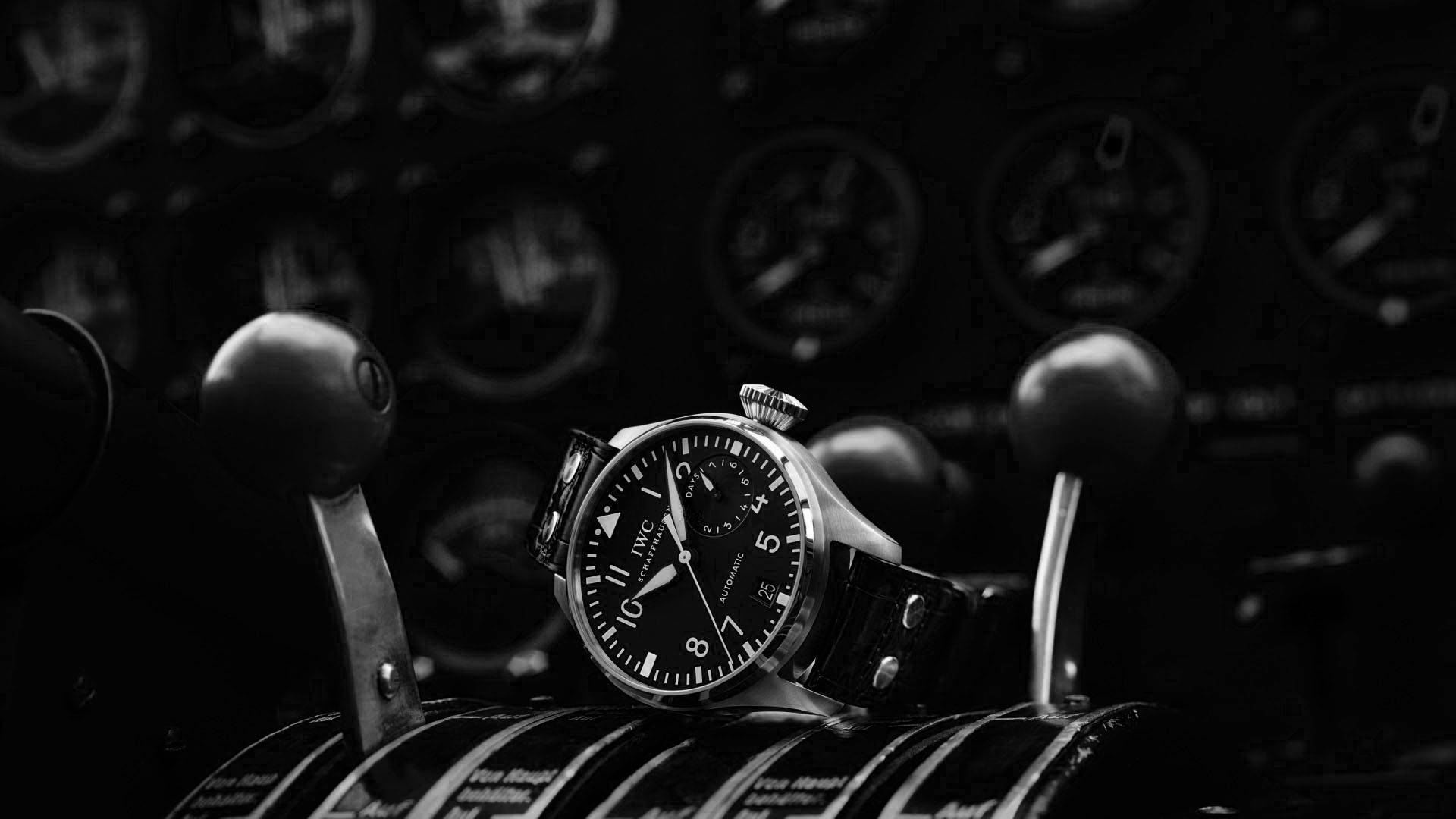 unboxing-rolex-yacht-master-116621-black-dial