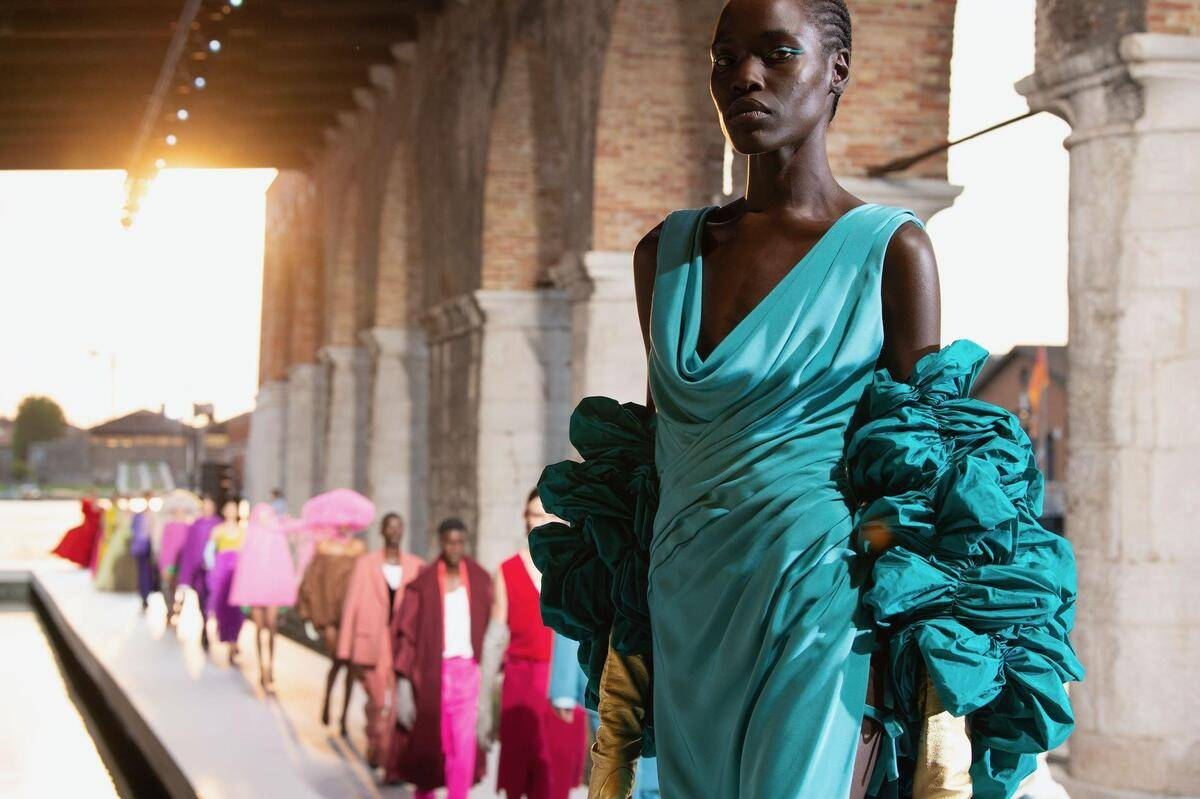 valentino-haute-couture-infuses-contemporary-art-with-high-fashion