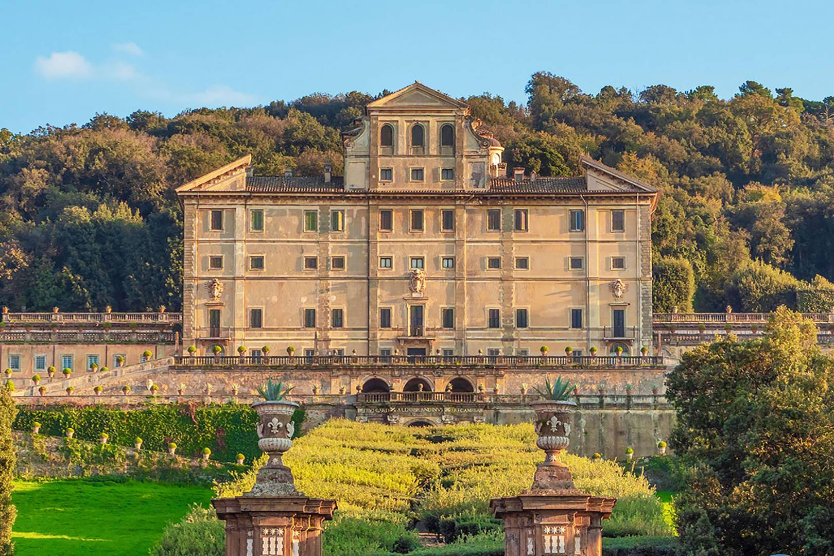 a-guide-to-the-historic-italian-town-where-lady-kitty-spencer-got-married