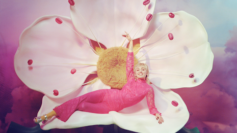 gucci-offers-'flora'-escapism-with-miley-cyrus-campaign