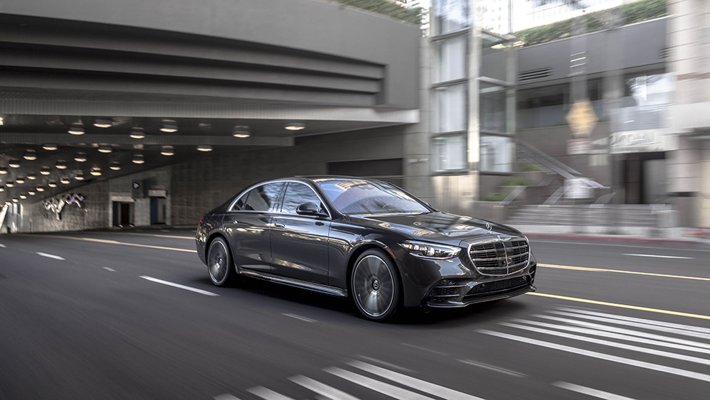 how-mercedes-benz's-venerable-s-class-learned-to-love-bleeding-edge-technology